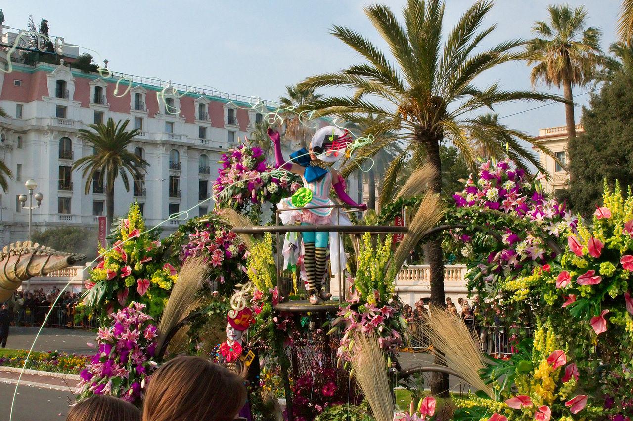 1280px-Carnaval_de_Nice_-_bataille_de_fleurs_-_15